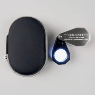 LED lit 10x magnification loupe with leather pouch